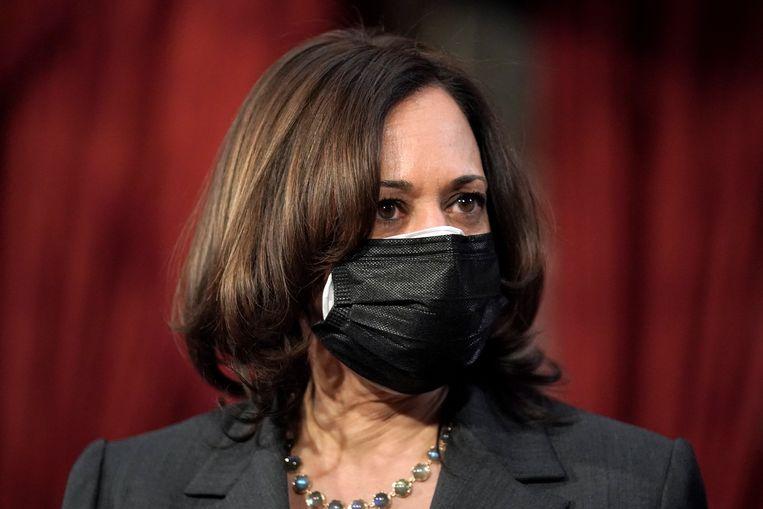Vicepresident Kamala Harris draagt twee mondkapjes. Beeld EPA