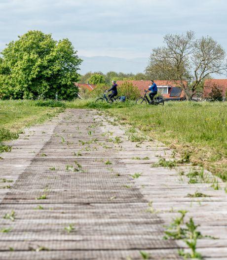 Historische bielzenpad in Burgh is rot: geld voor vervanging is er niet, en weghalen mag evenmin