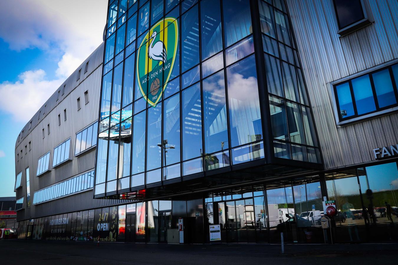 Het Cars Jeans Stadion van ADO Den Haag.
