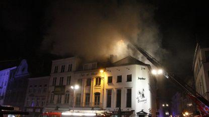 Zware brand op Grote Markt in Aalst verwoest 'Café de Paris' en chocoladezaak 'Valentino'