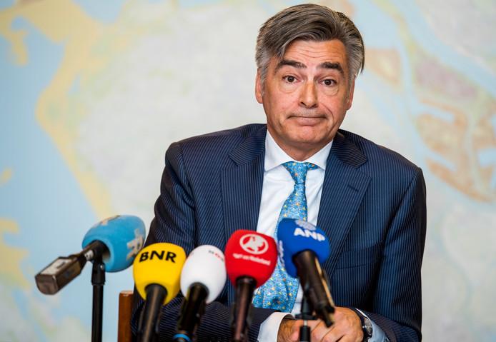 De Rotterdamse ex-wethouder Adriaan Visser tijdens een persconferentie over het rapport van de Rekenkamer met betrekking op  de gemeentelijke digitale informatiebeveiliging. ANP MARCO DE SWART