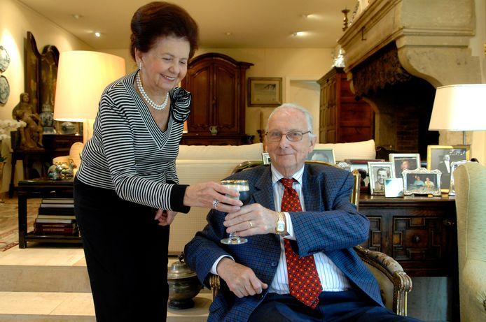 Wijlen Luc Vanhonsebrouck met zijn vrouw Francine en in de handen uiteraard een Kasteelbier.