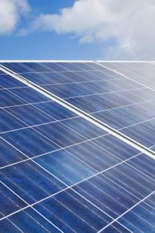 'Een heel veld vol zonnepanelen mag wel, een dak niet. Hoe kan dat?'