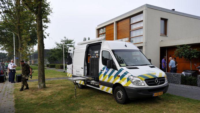 Acties van de politie, in samenwerking met de gemeente, de Belastingdienst, het Openbaar Ministerie en Defensie, tegen de georganiseerde hennepteelt rondom Tilburg.