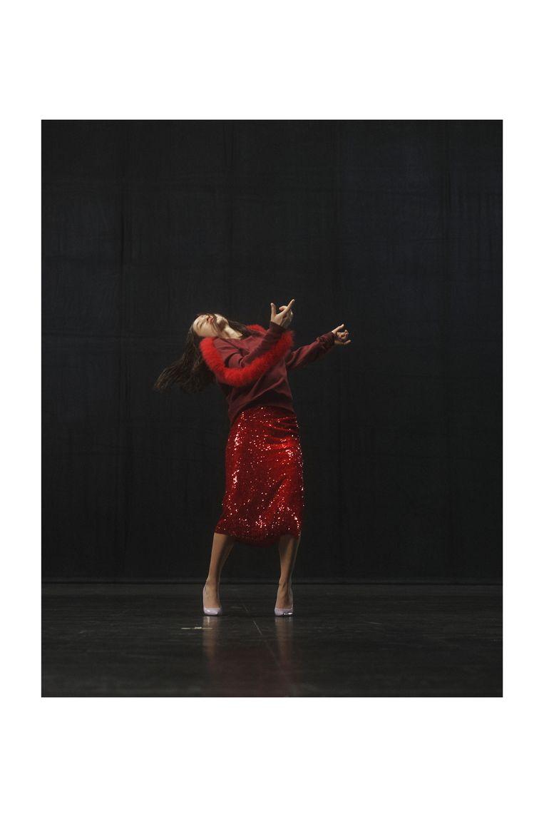 Dansers in de kleding van Dries Van Noten. Beeld Imaxtree