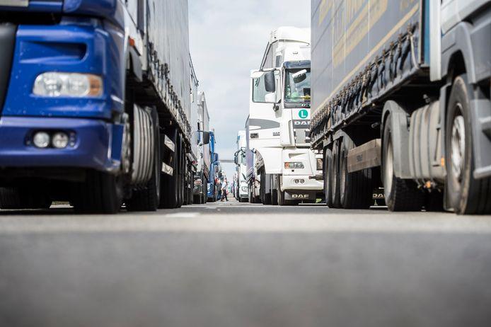 Vrachtwagens met buitenlandse nummerplaten brachten vorig jaar 379,9 miljoen euro in het laatje.