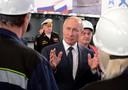 De Russische president Poetin bracht vorige maand een werkbezoek aan de Krim, het schiereiland in de Zwarte Zee dat door Rusland is geannexeerd.