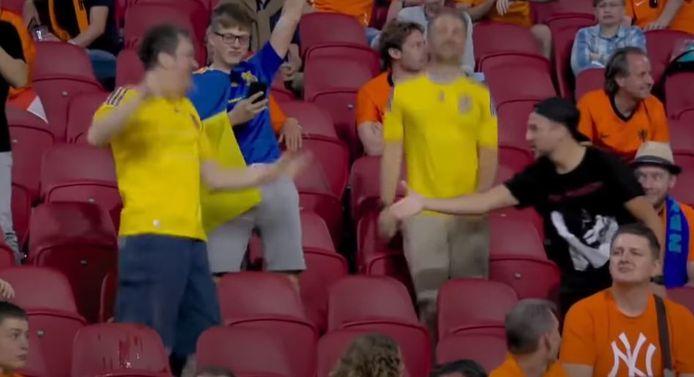 De Nederlandse fan die de Oekraïense supporter wil feliciteren.