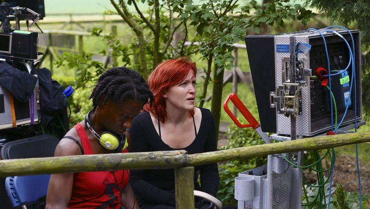 Regisseuse Tallulah Schwab (R) regisseerde ook de Nederlandse speelfilm Dorsvloer vol Confetti. Beeld anp