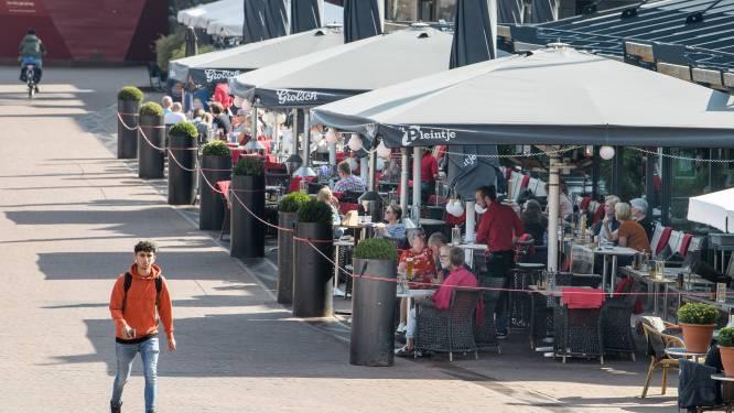 'Coronaterrassen' mogen in Hengelo blijven staan, maar dat is geen vrijbrief voor meer stoelen
