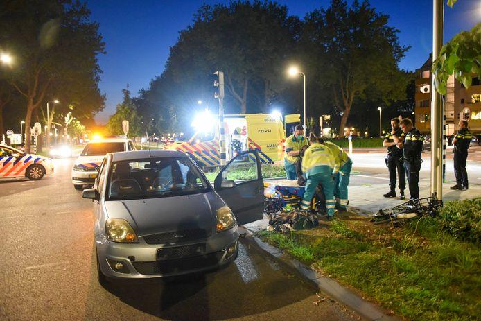 Een fietser is zondagavond gewond geraakt toen hij op t Goylaan werd aangereden door een automobilist.