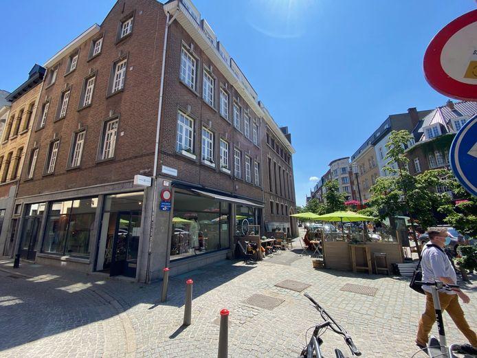 In dit hoekpand op de Antwerpse Vrijdagmarkt komt Bookz&Booze