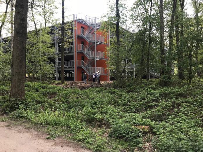 De parkeergarage die EZ Park bouwde voor de Brainport Industries Campus aan de Landsard/Rijtackerweg bij Eindhoven Airport. Er is plaats voor 1000 auto's en fietsers. Tijdelijk heeft ook de luchthaven ruimte gehuurd.