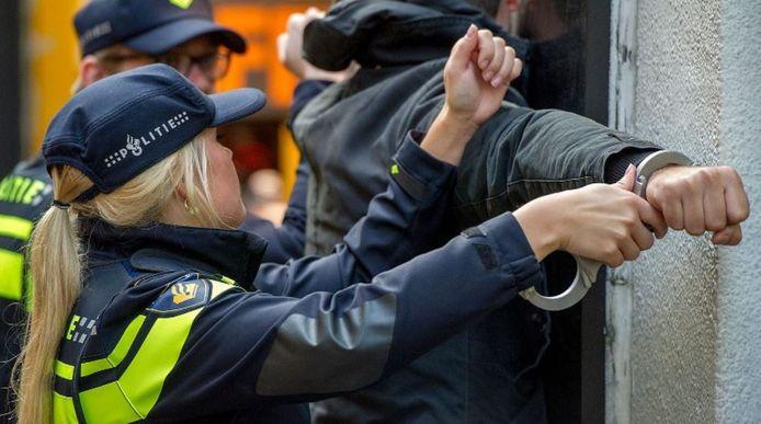 De 40-jarige Dordtenaar werd in december aangehouden op verdenking van een terroristisch misdrijf.
