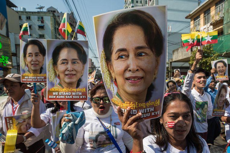 In eigen land is Aung San Suu Kyi onverminderd populair. Beeld AFP