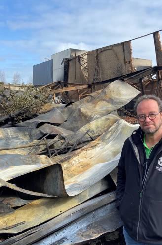 """Tuinaannemer Henk (58) meet schade op na verwoestende brand: """"Hallucinant, net alsof er een vliegtuig is neergestort"""""""