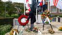 André Verhoeven legt elk jaar op 4 mei een krans van rode rozen speciaal voor Anne Frank neer bij het oorlogsmonument van Oisterwijk.