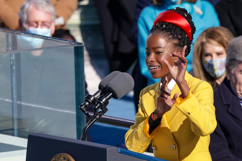 De 22-jarige dichteres Amanda Gorman droeg het gedicht 'The Hill We Climb' voor tijdens de inauguratie van Joe Biden.