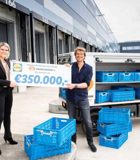 Radio-dj Frank Dane bij Lidl in Waddinxveen voor donatie voedselbanken