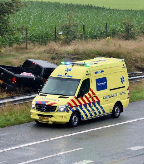 Auto raakt van de weg op A1 bij De Lutte