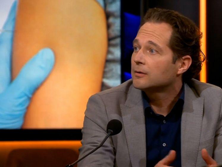 'Met een vlucht naar Rhodos is de kans op trombose 100 keer groter dan door het AstraZeneca-vaccin'