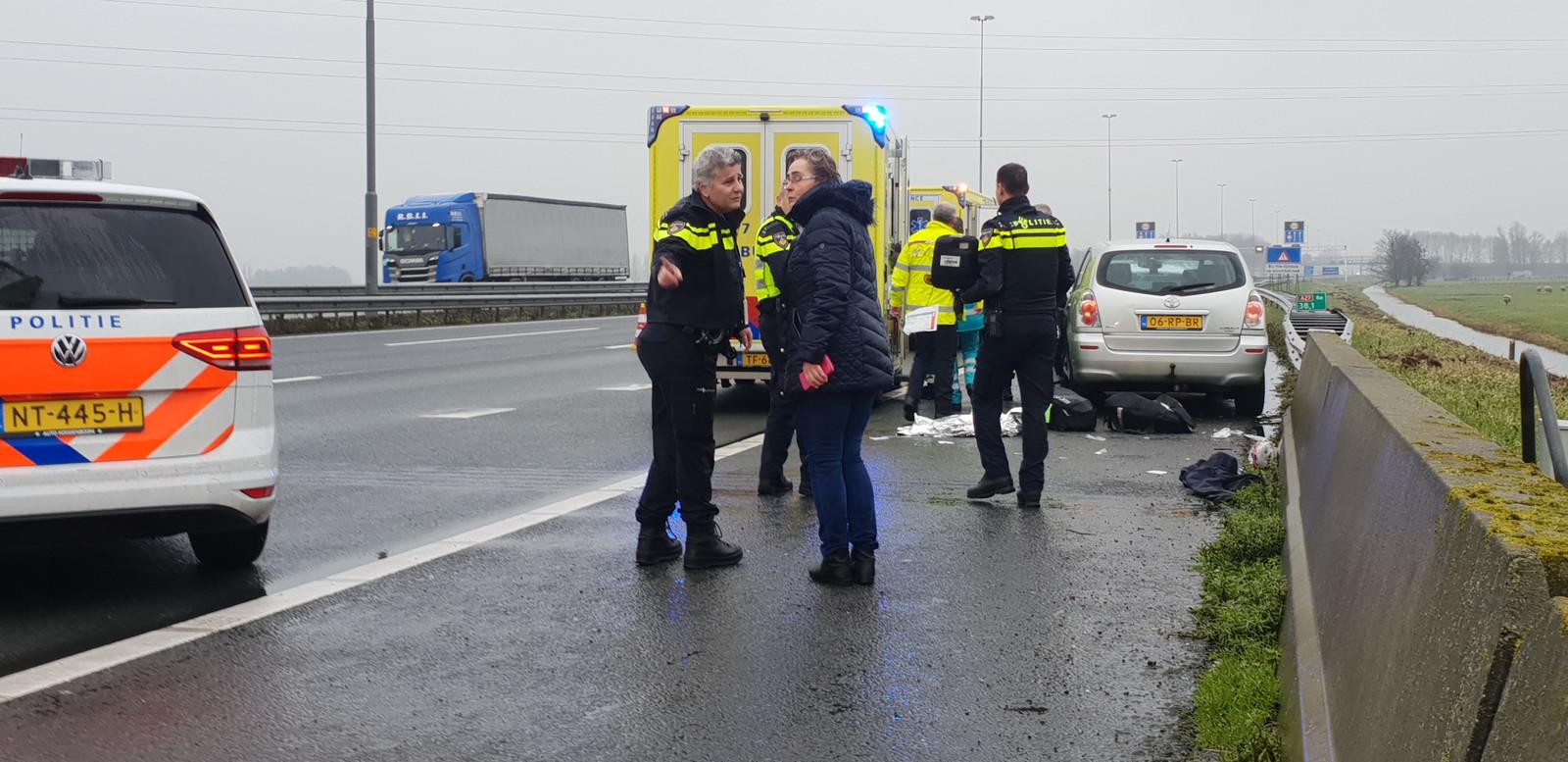 Na de 112-melding schoten politie en ambulance te hulp op de A27.