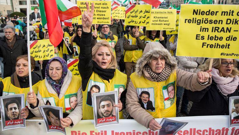 Protestmars in Duitsland uit solidariteit met de protesten in Iran. Beeld null