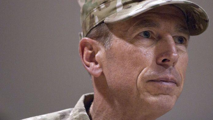 David Petraeus heeft begrip voor de eis van Nederland dat de agenten niet ingezet zullen worden voor aanvalshandelingen.