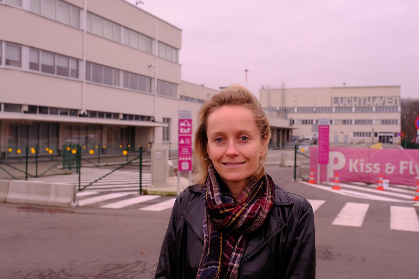 Annick De Ridder aan de luchthaven van Antwerpen.