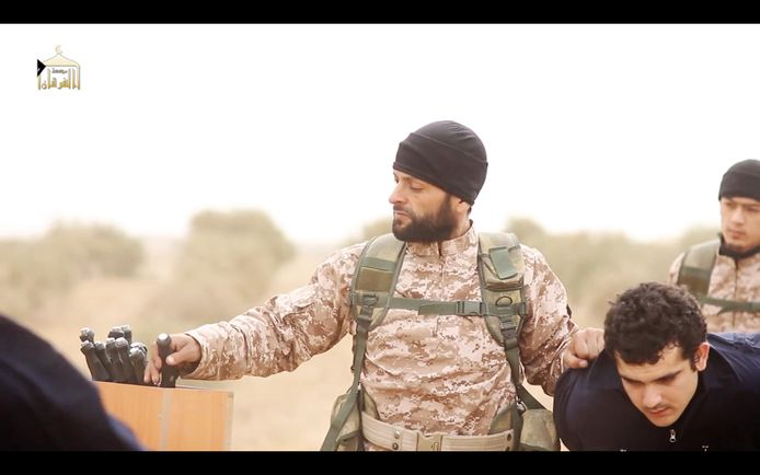 Over bewijzen valt alvast niet te twisten. IS heeft de onthoofdingsvideo's waarin Arben Imishti (38) opdraaft zelf aan de hele wereld getoond.