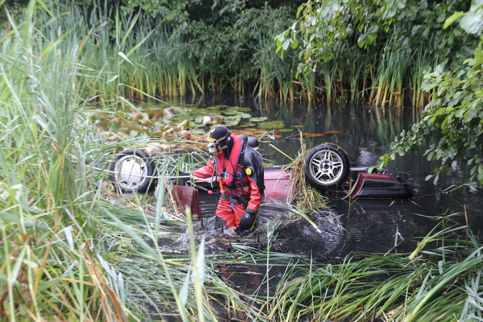 Auto te water in Klein Zundert.