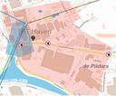De rode zone op de kaart toont het gebied rond het uitgebrande bedrijf waar preventieve maatregelen gelden, zoals het verbod op het consumeren van groenten uit de eigen tuin. De zone werd bepaald door experten van de hulpdiensten.