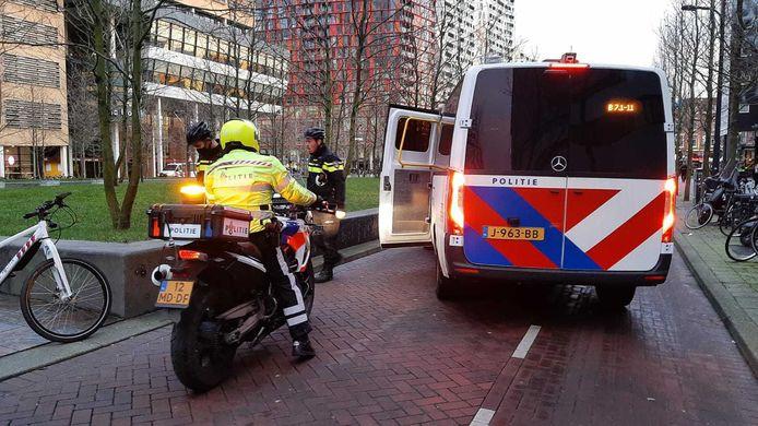 De politie staat op scherp vanwege de aangekondigde rellen in Rotterdam.