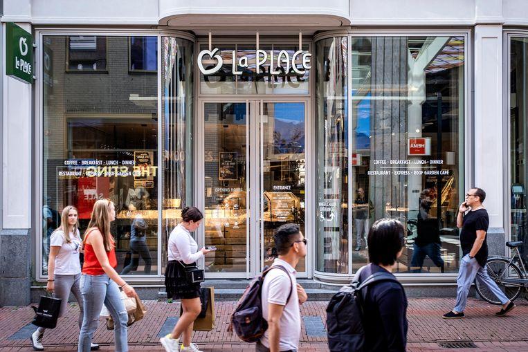 La Place, ook onderdeel van de Jumbofamilie, deed het een stuk minder goed:de omzet bleef steken op 13 miljoen euro, een daling van 60 procent vergeleken met een jaar eerder. Beeld Hollandse Hoogte / Ramon van Flymen