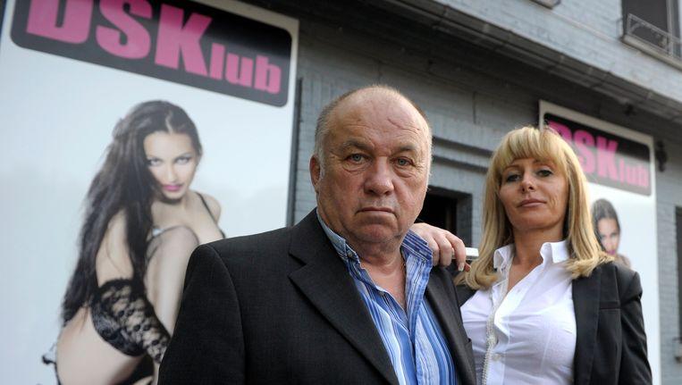 Dominique Alderweireld voor zijn seksclub 'DSKlub' in het Henegouwse Blaton in 2014. Hij vertelde toen dat de clubnaam geen verwijzing was naar Dominique Strauss-Kahn, maar stond voor 'Dodo Sex Klub', naar aanleiding van zijn nickname 'Dodo la Saumure'. De rechtbank van Henegouwen verbood Alderweireld de initialen DSK te gebruiken en gaf daarmee Strauss-Kahn gelijk. Beeld REUTERS