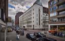 Het Spaarbankgebouw is in de jaren vijftig ontworpen door de bekende architect Oud.