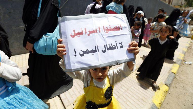 Kinderen in Jemen protesteren tegen de luchtaanvallen van Saoedi-Arabië: