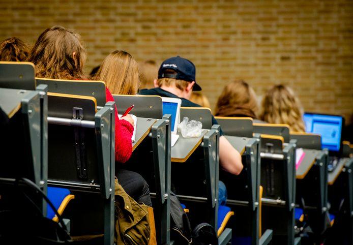 Tilburg wil voorkomen dat studenten met schulden noodgedwongen hun studie afbreken.