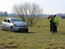 Familie eindigt na bizarre manoeuvre in weiland langs A50