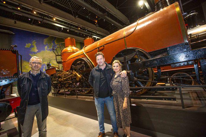 Directeur van Train World Pieter Jonckers (links) met Michael Verbelen en Jill Van Nieuwenhove van Deco Line bij de Pays de Waes (Land van Waas).