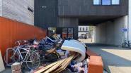 """Ophaling grofvuil in Hollainhof ontaardt in gigantisch sluikstort: """"Alle bewoners riskeren een boete"""""""