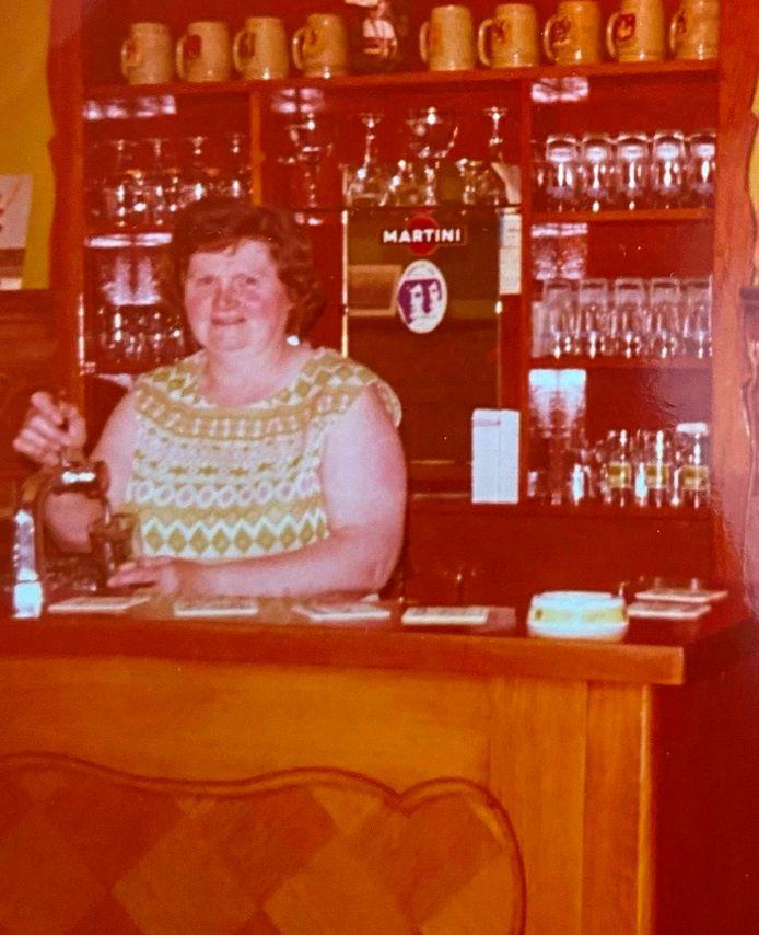 (Groot)moeder Simonne Coppens startte het café in 1959 en liet het na 26 jaar over aan dochter Lieve.