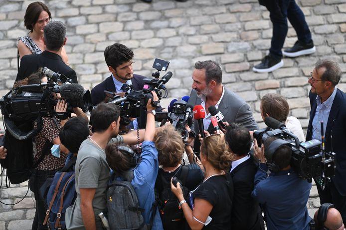 Jean Dujardin répond aux questions des journalistes.