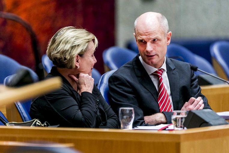 Ank Bijleveld, minister van defensie, en Stef Blok, minister van buitenlandse zaken. Beeld ANP