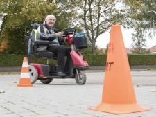 Scootmobieldag in Almelo: 'Ik ben erg zuinig op mijn scootmobiel'