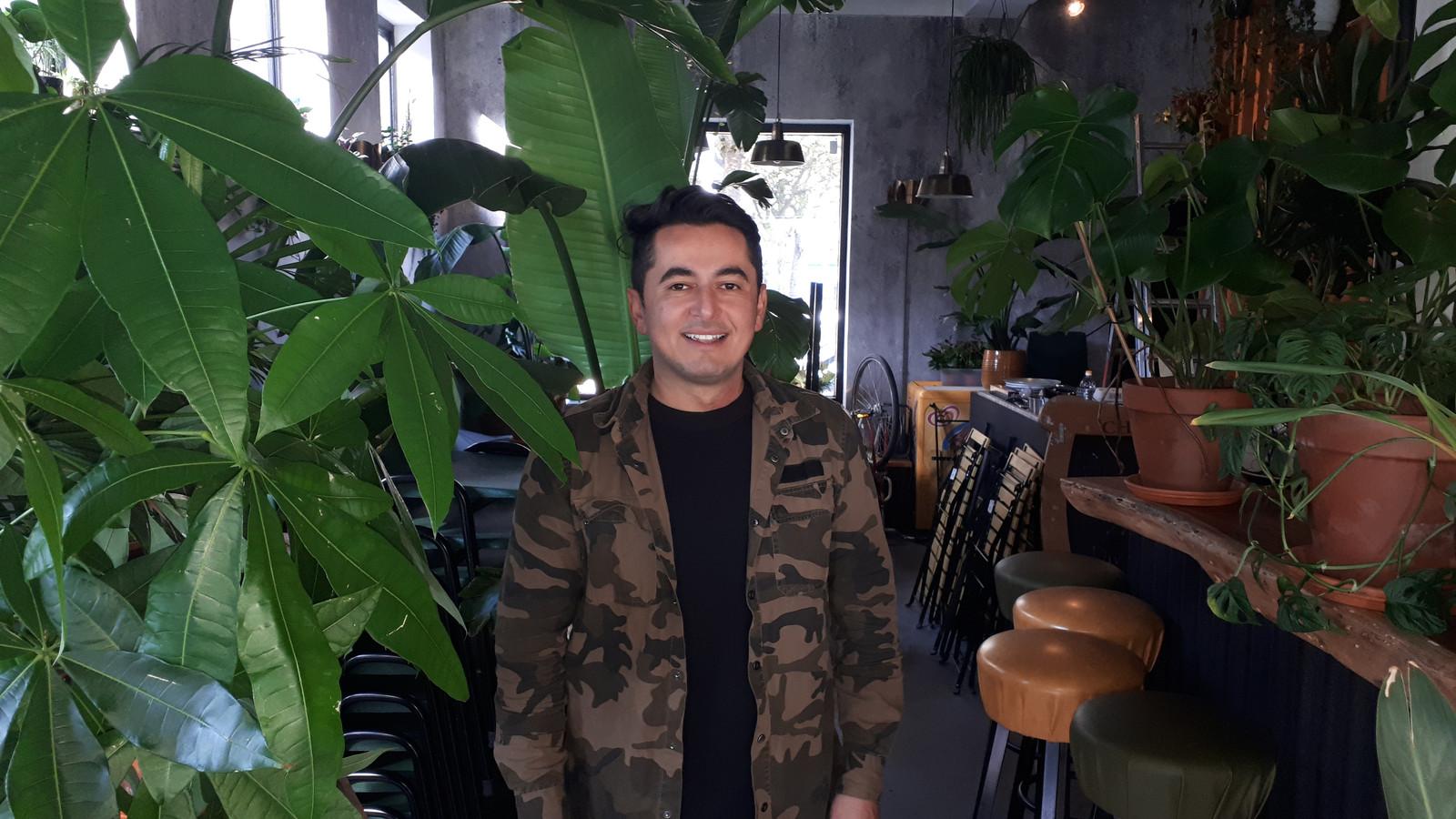 Kenan Cali heeft zijn cocktailbar Jigger veranderd in een jungle.