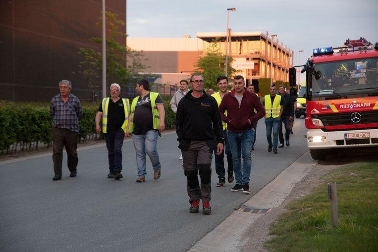 De werknemers worden geëvacueerd na een chemisch incident Hamann Wetteren.