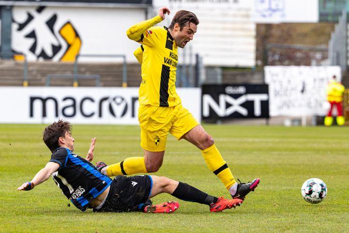 Toon Janssen aan het werk tegen de beloften van Club Brugge.