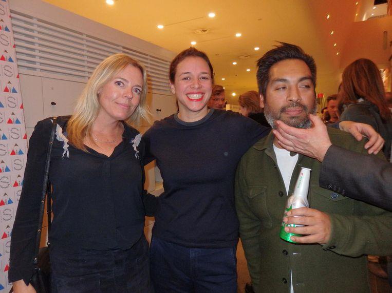 ADCN-bestuursleden Kim Dingler (Talpa) en Sarah Hagens (Hagens PR), en Emilio de Haan (vlnr, Indie). Geen idee van wie de hand is, ook bij Emilio Beeld Schuim