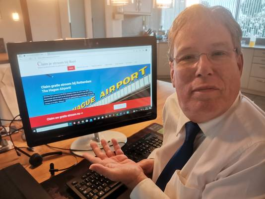Alfred Blokhuizen toont de website ClaimJeStroomBijRon.nl